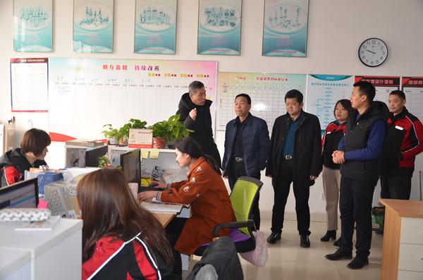 参观电子商务办公区泗水超越600 .jpg
