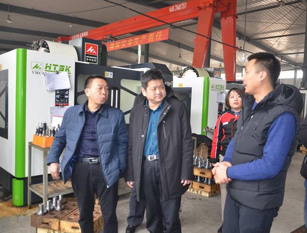 参观生产车间泗水超越600.jpg